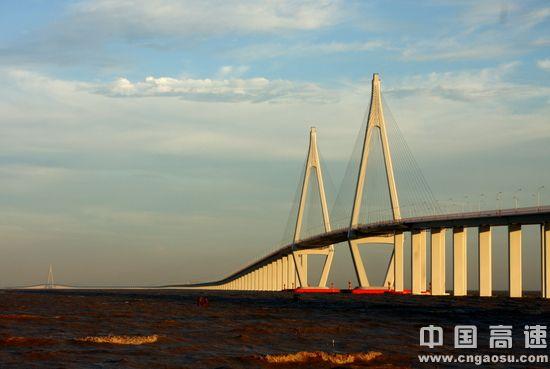 大桥在建时,港珠澳大桥,青岛海湾大桥,舟山大陆连岛工程等建设单位就
