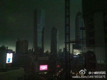 今补班99架次 a380飞机遇雷雨备降武汉  北京首都国际机场遭遇今夏第