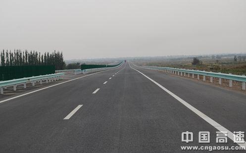 新疆库车至阿克苏高速公路通车