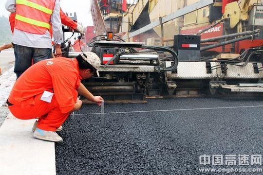 公路砼路面施工规范_高速公路沥青砼路面施工质量控制