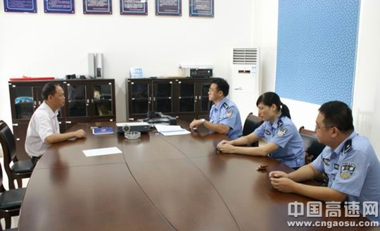 广西高速交警与公路运营企业共商节假日交通应急管理工作