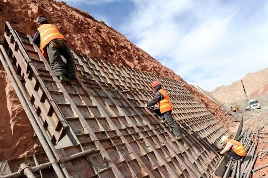 公路边坡护面墙施工