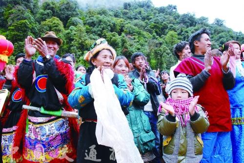 西藏:墨脱公路昨日正式通车