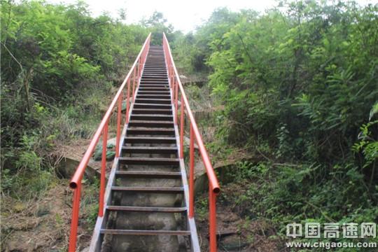 """陕西高速集团西略分公司汉台管理所安装高边坡""""爬梯""""保安全"""